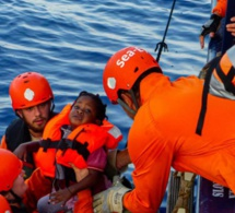 Méditerranée: deux navires avec 164 migrants à bord, à la recherche d'un port