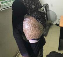 Découverte spectaculaire à Kaolack: Un trafiquant tombe avec 4 kg de drogue scotché sur le corps (images)