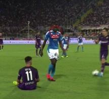 Naples Vs Fiorentina : Kalidou Koulibaly accusé d'avoir craché sur son adversaire, Riccardo Sottil