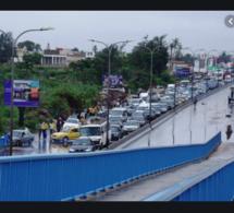 Croisement Camberene: Après la pluie, on paye Pour traverser