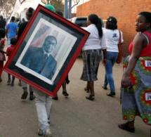 Le cercueil de Mugabe exposé au stade Rufaro pour l'adieu de ses partisans