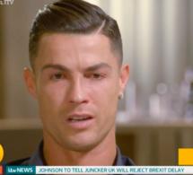 """Emu par des images de son père disparu, Cristiano Ronaldo fond en larmes: """"Je n'ai jamais eu une vraie conversation avec lui"""""""
