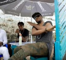 Dibi Dobo remet la musique traditionnelle béninoise au goût du jour avec son hit « Vézé vézé ». Découvrez le clip sans plus attendre !