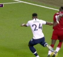Video: Sadio Mané prend de vitesse Aurier et provoque un penalty transformé par Salah