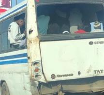 Transport : Un siège d'un Bus Tata de la ligne 78 occupé par une brique