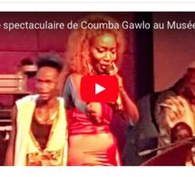 TERROU WAR TOUR, entrée spectaculaire de la Diva Coumba Gawlo au musée de la civilisation. Regardez