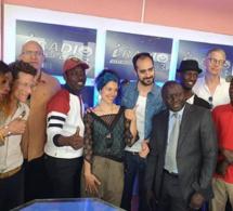 Apres avoir pris une « niarel », ce journaliste d'Emedia divorce avec sa « aawo »(photos)