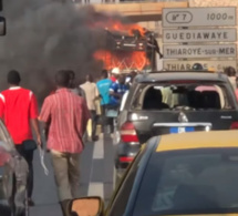 Urgent : Un bus prend feu sur l'autoroute à péage, côté Thiaroye (Vidéo)