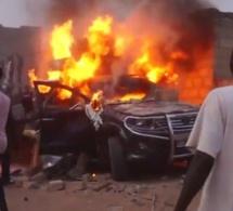 Pikine : Incroyable, Un véhicule prend feu à la sortie du péage « ken khamoul louko taal »