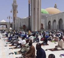 Voici Quelques images de la prière ce vendredi à Massalikoul Jinaan…