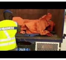 Arrestation de 13 personnes cachées sous une bâche : Voici la vidéo de la « honte »