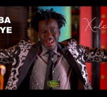 Surprise! Tarba Mbaye remet le feu sur scène avec « Xalé Bi » (clip officiel)
