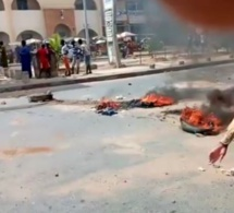 Du jamais vu à Touba / Des pneus brûlés… Les manifestants menacent de brûler un poste de police.