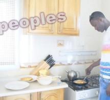 Le célébre paparazzi Tange Tandian cuisine, mais quoi?