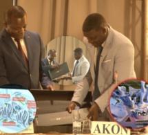 Akon face à la presse pour présenter le projet Akoncity au ministre du tourisme Alioune Sarr