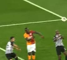 Voici le doublé de Mbaye Diagne qui sauve Galatasaray…Deux Buts à la Drogba !