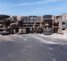 Un camion se renverse sur Autoroute de l'Avenir à hauteur de Rufisque: la circulation au ralenti