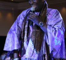 Mo Gates honore Salam Diallo a Las Vegas fashion Sénégal avec un award