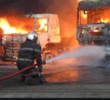 Deux camions-citernes prennent feu à Kahone