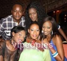 Ndeye Diallo en compagnie de ses amis lors de son anniversaire