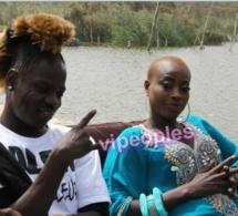 Ndéye Gueye et Alain Kiff grave sont installés à coté de la mer