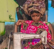 Mame Diarra Mbaye alias Katy de « Virginie », en mode couturière, dégage une beauté africaine incontestable