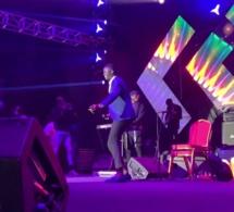 DJ Kheucha de la 2stv dans ses délire sur scène en Gambie ravit la vedette de MC