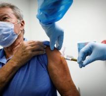 Le vaccin d'AstraZeneca désormais autorisé en France pour les plus de 65 ans
