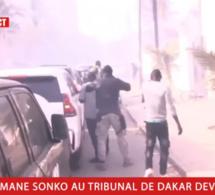 Urgent- Ça chauffe Les Gendarmes dispersent la foule qui accompagne Sonko.