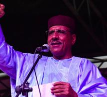 Coup d'État manqué au Niger: le Président élu Bazoum doit «rassurer et réunifier l'armée»