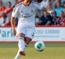 Ronaldo tire un coup-franc et casse le bras d'un enfant