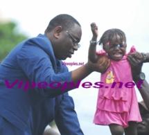 BUZZ raté: L'enfant n'aime pas le Président Sall et pleure