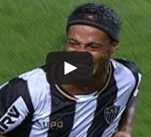Vidéo. Ronaldinho: Ses deux coups francs directs permettent à son équipe d'arracher le nul Regardez!