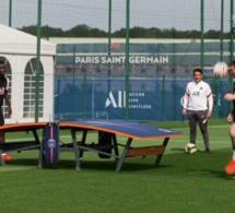 Photos / A l'entraînement au PSG: Lionel Messi et Idrissa Gana Guèye s'offrent un tennis-foot