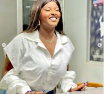 Abiba radieuse: Elle s'affiche avec un sourire éclatant!