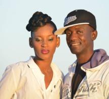 Le rédacteur en chef de SenegalTV, Coca Cheikh accompagné du mannequin Khadija Nemo lors du tournage du clip de GuiGu