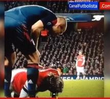 Vidéo: Le Geste trop déplacé d'Arjen Robben qui crache sur Bakary Sagna à terre