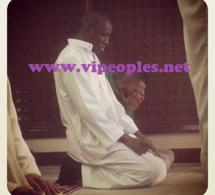 Photo: Demba Ba en mode recueillement