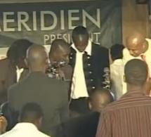 """VIDEO - Resuivez le """" sabakh """" ( danse sénégalaise) de Akon, du footballeur El Hadji Diouf et de Drogba"""