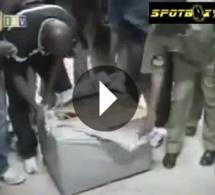 [VIDEO] Il voulait immigrer en France dans un carton … Regardez !