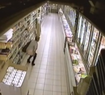 Elle fait caca au supermarché en cachette