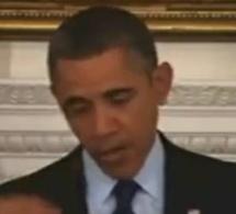 Vidéo: Obama et la mouche