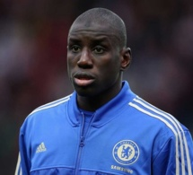 Premier League: Demba Ba sauve encore Chelsea, remet Mourinho à sa place et réclame son départ