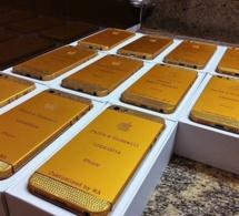 La folie de Good luck Jonathan au mariage de sa fille: Il a offert des tablettes en or à tous les invités