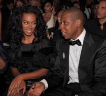 Vidéo Buzz: Jay Z agressé par Solange, la soeur de Beyoncé. Regardez
