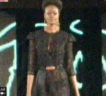 Vidéo: Dakar Fashion Week, Elle défile avec une robe transparente. Regardez