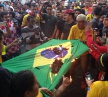 Après l'humiliation du Brésil, des émeutes se produisent au stade.