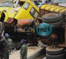 Photos - Un camion se renverse sur la VDN