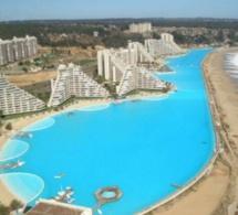 Vidéo: la plus grande piscine au monde. Regardez