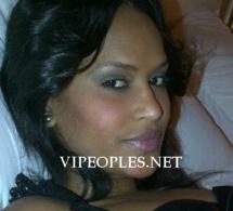 Voici la charmante vidéogirl Fara Assy